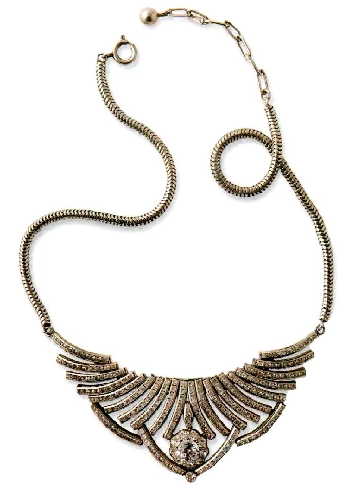 Necklace. rhodium plated metal, transparent rhinestone. 1930 37 cm, suspension 4.5 cm £ 80-85 JJ