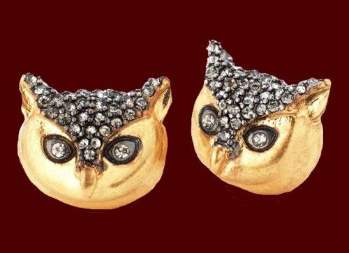 Pave owl studs