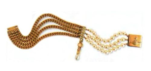 Pearl Necklace. Metal, gilding, artificial pearls, clasp decorated with royal power. 1980s circle 32 cm £ 110-120 REL