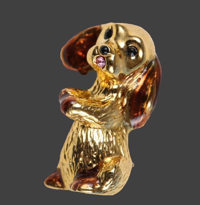 Puppy brooch of gold tone. 1970s