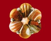 Rosette Brooch. Carved and polished agate. 1880s 5 cm. £ 450-700 LYNH