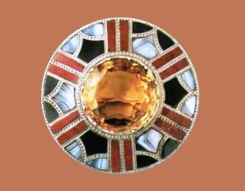 Round brooch in the form of a shield. Silver, large citrine, agate, inlay. 1880s 5.5 cm £ 650-950 LYNH
