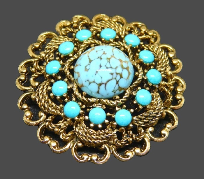Round brooch with blue inserts. Jewelery alloy. 4.5 cm