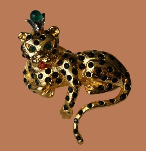 Royal leopard vintage brooch. Black, green crystals, enamel, jewelery alloy gold tone. 4.5 cm