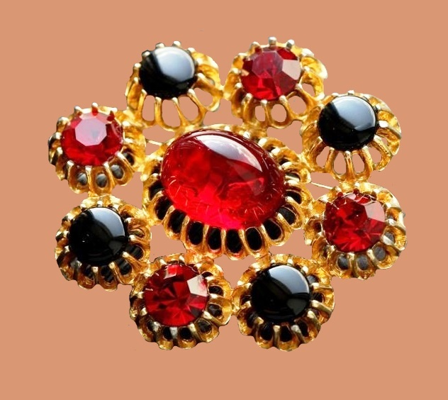 Ruby red cabochons, jewellery alloy of gold tone brooch. 5.5 cm