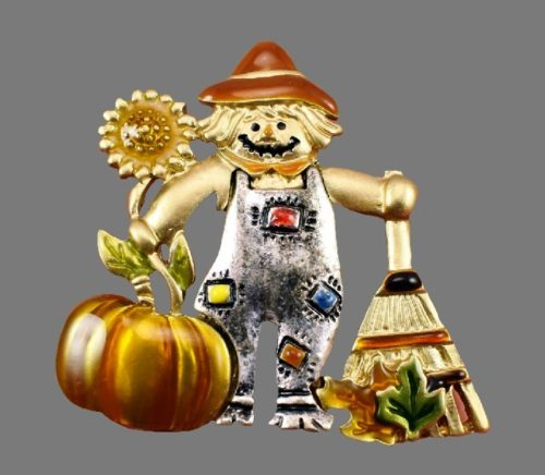 Scarecrow brooch