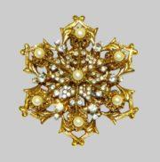 Snowflake brooch. Swarovski crystals, faux pearls, jewellery alloy