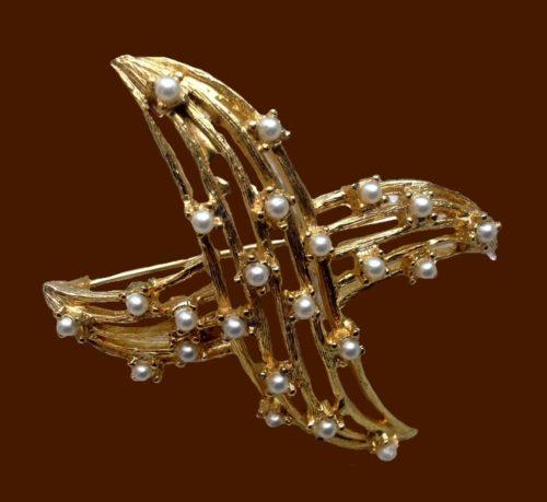 Star brooch, faux pearl, jewellery alloy
