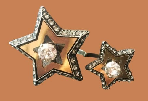 Star ring for two fingers. Jewelery alloy, Swarovski crystals, gold-plated