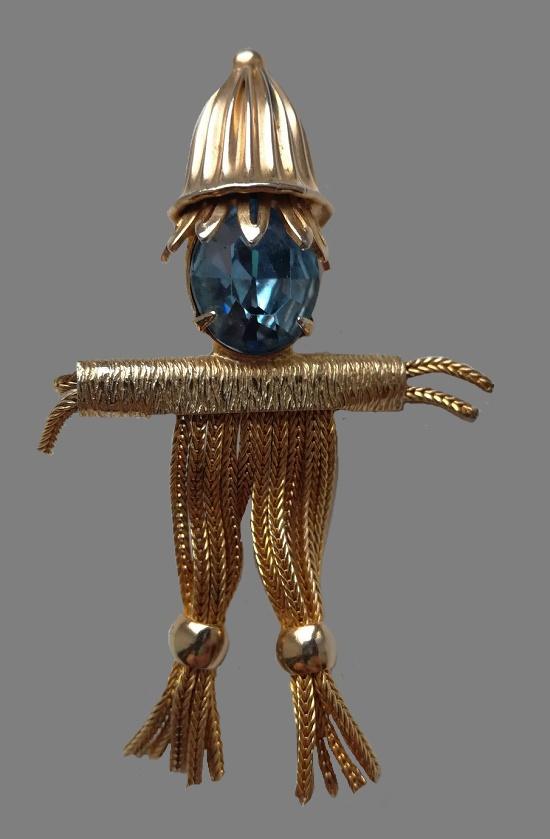 Straw man brooch. 1960s. Gold tone metal, crystal. 6 cm