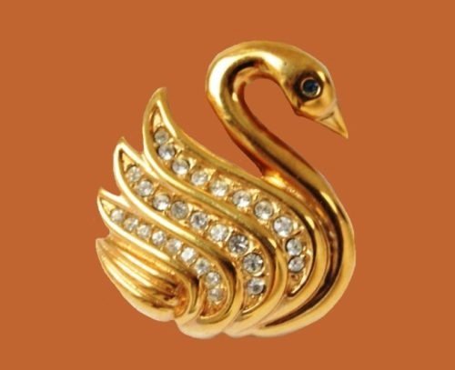 Swan brooch. Gold plated, rhinestones