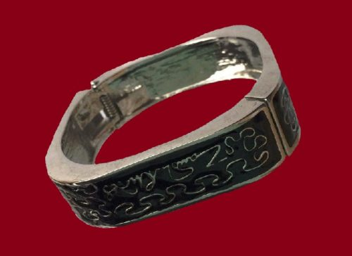 'Wiggle' black and silver tone square bracelet