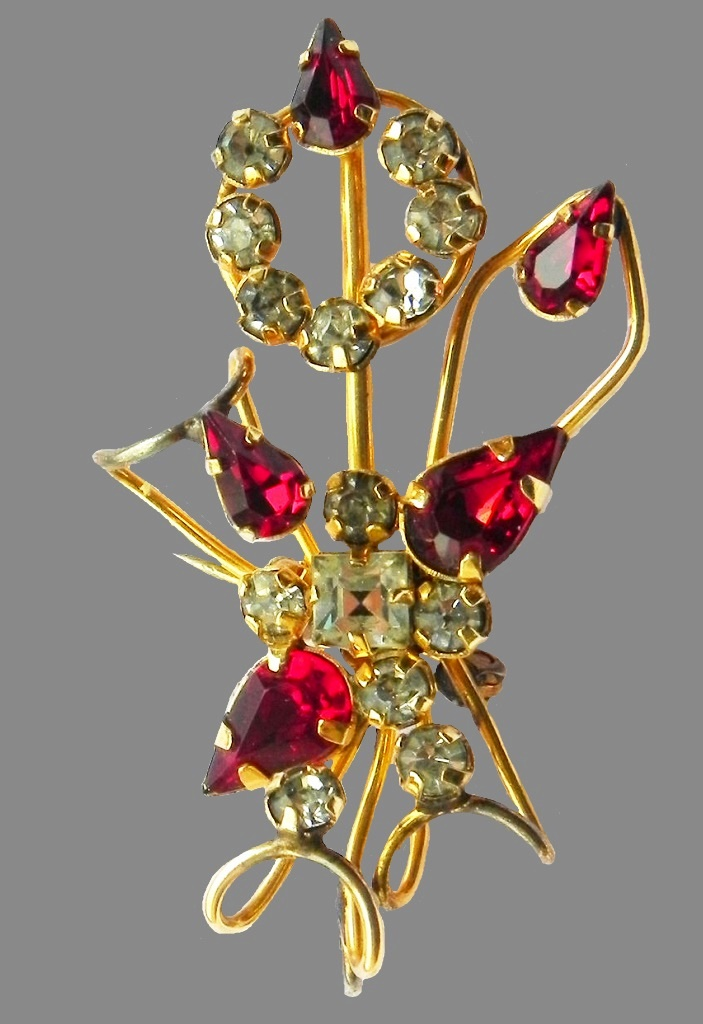 1940s gold plated brooch, floral motif. Crystals, rhinestones, 24K gold, 4.2 cm
