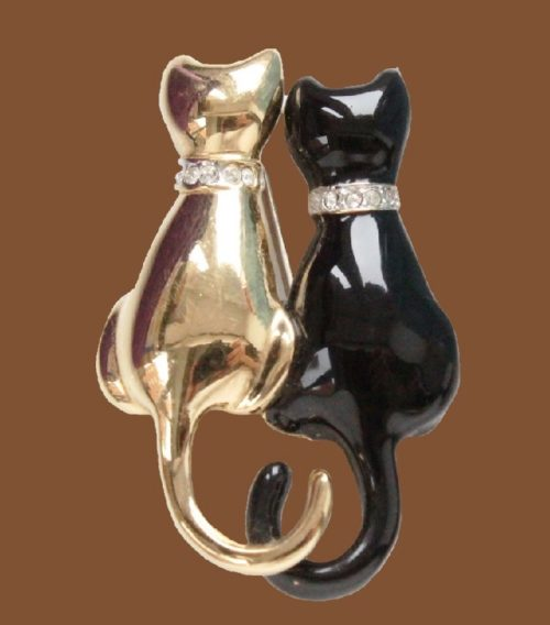 A couple of romantic cats, vintage brooch. Jewelry alloy, crystals, aurora borealis, cabochons. 4 cm