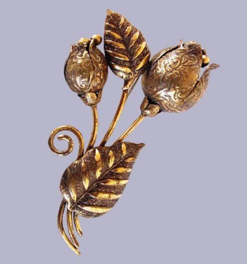 Art Nouveau Gold tone floral brooch