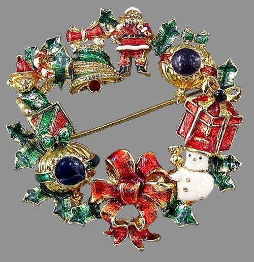 Beautiful Christmas wreath vintage brooch. Gold tone metal, enamel, rhinestones