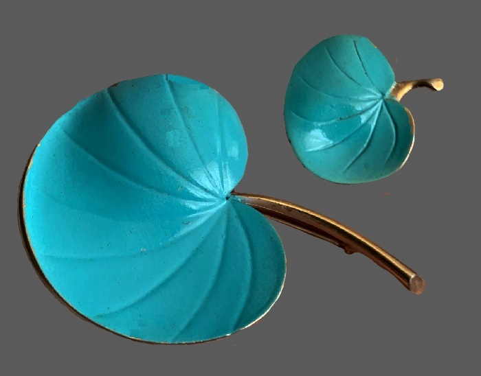 Blue water lily leaf brooch and clip. Gold tone jewelry alloy, enamel