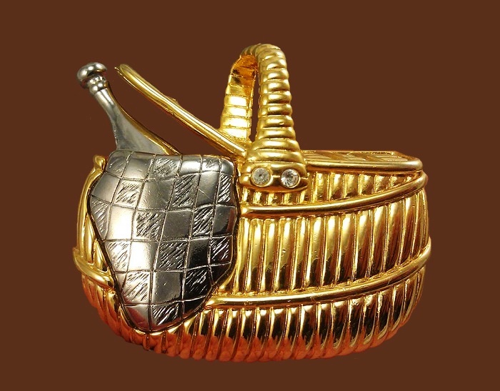 Bottle of wine in picnic basket brooch. Jewelry alloy of gold and silver tones. 5.5 cm