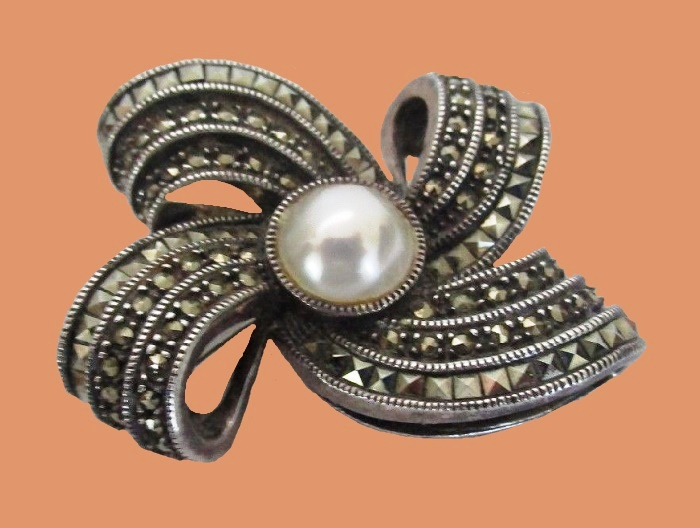 Bow brooch. Sterling Silver Marcasite Pearl