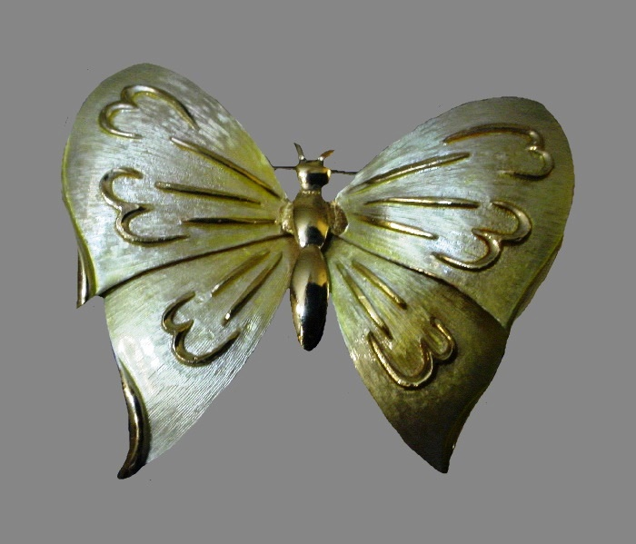 Butterfly brooch. Light yellow enamel, gold tone metal