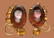 Cameo clips. Jewelry alloy of gold tone, amber glass