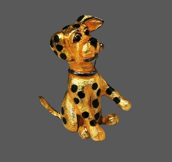 Dalmatian puppy brooch. Gold tone metal alloy, enamel. 3.5 cm. 1980s
