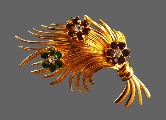 Flower bouquet brooch. Gold plated metal alloy, rhinestones. 7.5 cm. 1980s