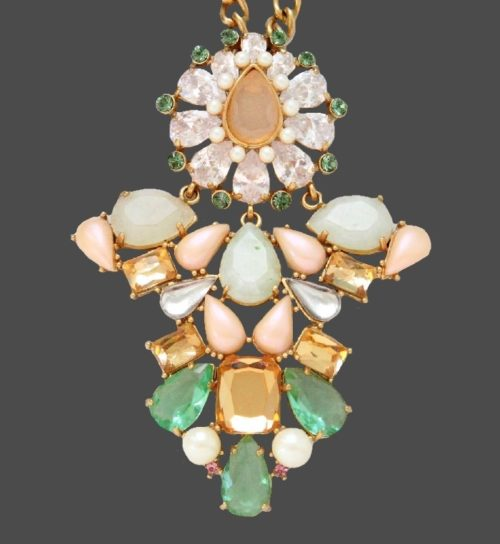 Carolee LUX Vintage Necklace. Jewelry alloy, crystals, pearls, semiprecious stones, crystal. Suspension 8 x 6 cm, chain length 50 cm