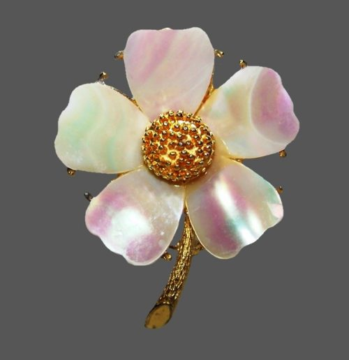 Charming flower brooch. Mother of pearl, gold plated