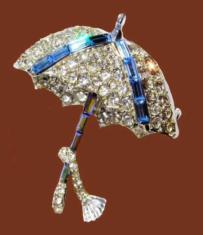 Crystal umbrella vintage brooch. Silver tone jewelry alloy, rhinestones, Swarovski crystals. 5.6 cm. 1960s