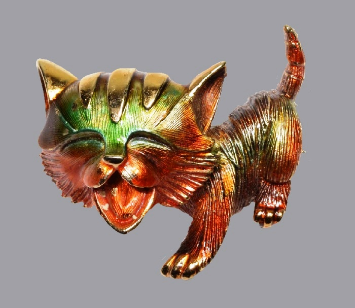 Cute kitten gold tone brooch