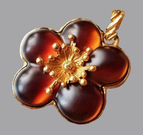 Dark amber flower. Vintage pendant on a velvet ribbon. France, 1980s. Jewelery alloy, gilding, velvet ribbon, lucite. Kenzo costume jewelry