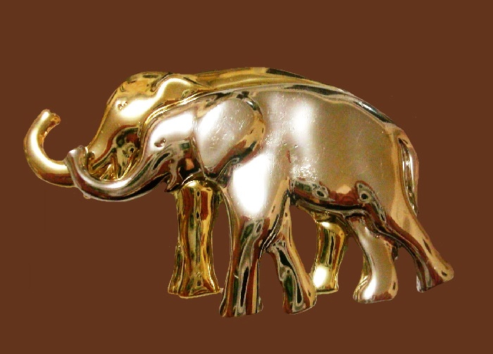 Elephants vintage brooch. Jewelry alloy gold tone. 7.5 cm