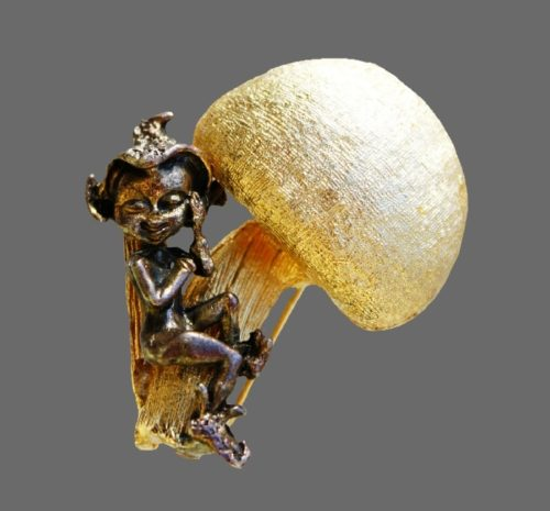 Elf brooch by Robert Mandle, 1960s. Jewelry alloy gold and silver tones. 4 cm