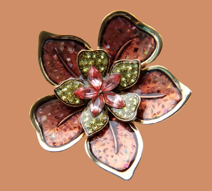 Five petal flower brooch. Metal of golden tone, cloisonne, enamel, rhinestones. 5.7 cm