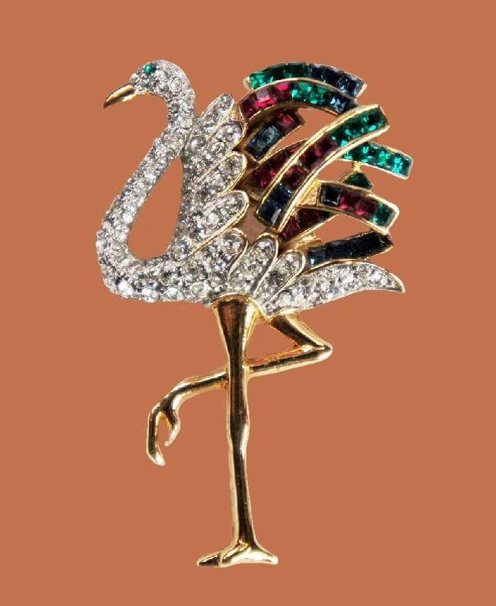 Flamingo vintage brooch. 1980s Jewelery alloy, cabochons, Swarovski crystals. 3.4 cm