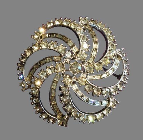 Flower brooch, vintage. Jewelery alloy, Swarovski crystals, baguette crystals, 5 cm