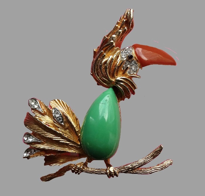 Funny crested bird with a fluffy tail. The brooch made of jewelry alloy of gold tone, decorated with colored enamels and crystals. 6 cm