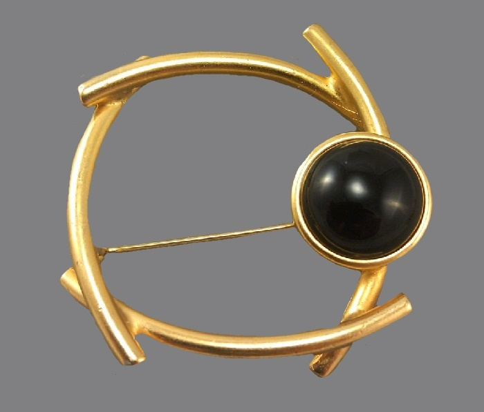 Geometric brooch. Jewelry alloy of gold tone, black cabochon, black glass. 4.8 cm