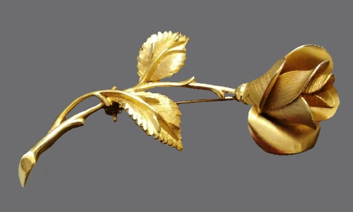 Gorgeous gold tone rose brooch