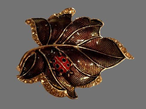 Leaf enameled brooch