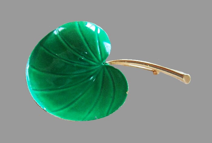 Lily Pad Leaf Brooch. Green enamel, gold tone metal