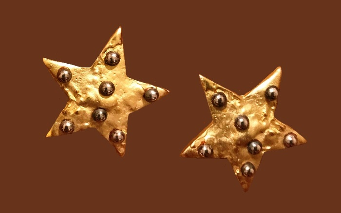 Matte gold stars earrings