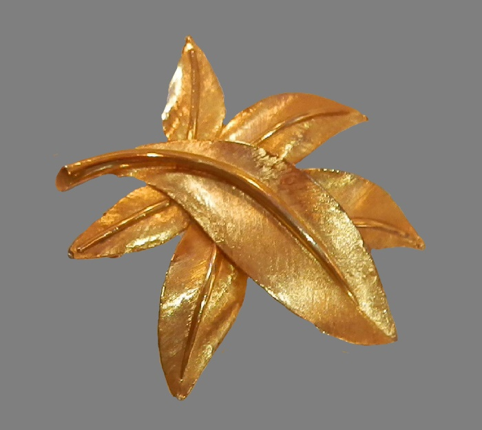 Mellow brooch. Gold tonemetal, 1960's