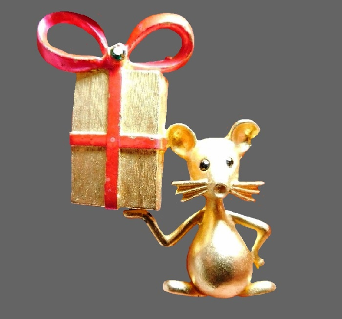 Mouse with box Christmas brooch. Jewelry alloy of gold tone, enamel