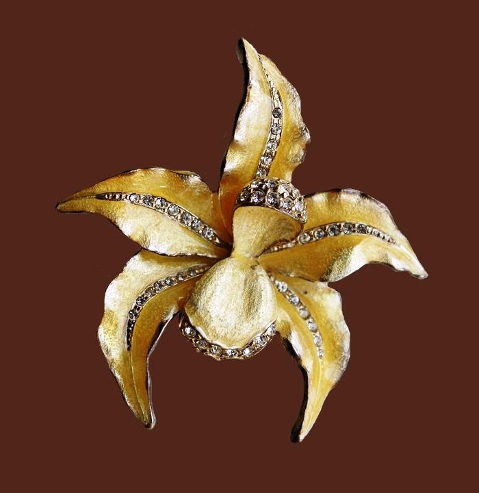 Orchid vintage brooch. Jewelery alloy, cabochons, enamel. 4.8 cm