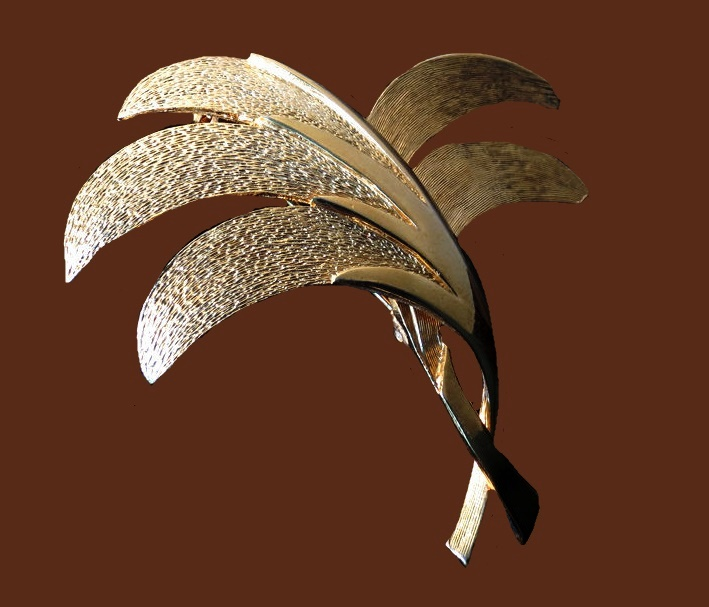 Palm vintage brooch. Textured metal of gold tone
