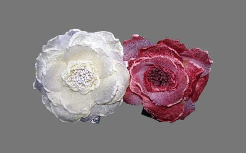 Pink and white flowers brooch