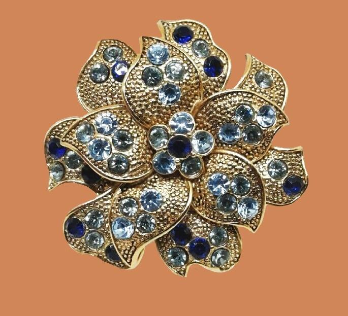 Purple Flower Brooch. Metal of golden tone, cloisonne, enamel, rhinestones. 4.3 cm