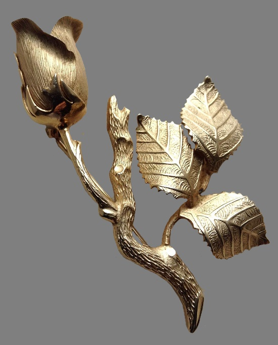 The iconic Rose brooch, which is the hallmark of Giovanni jewelry. This extraordinarily beautiful and magnificently made brooch made of gold tone metal. Beautiful detailed rose flower with tiny streaks and finely worked petals